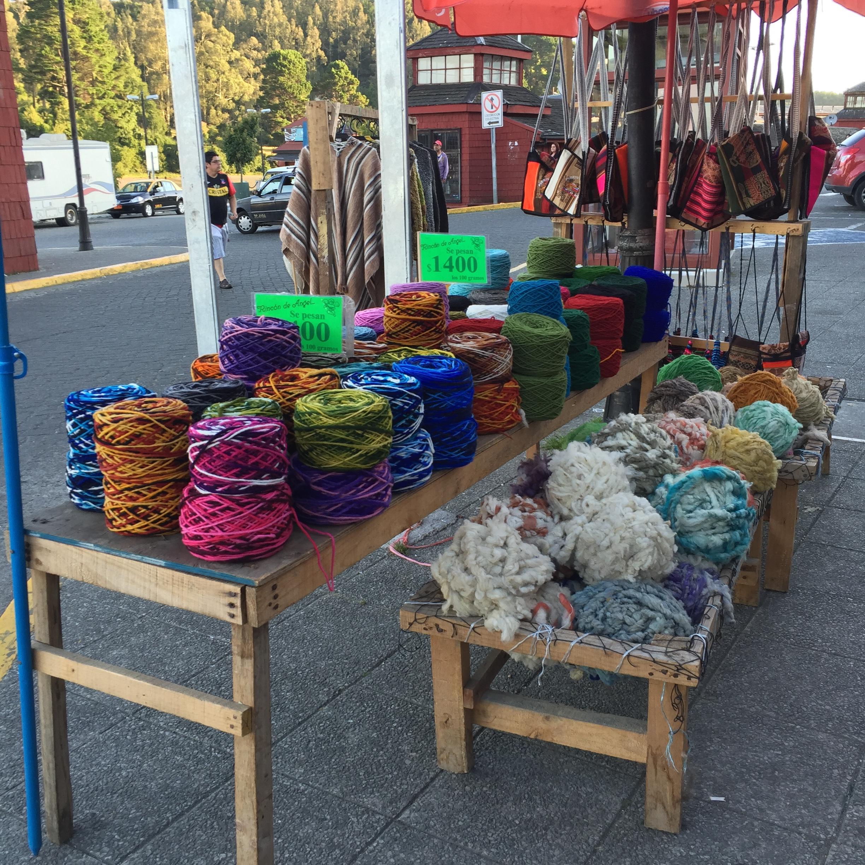 Las lanas se venden en la vereda