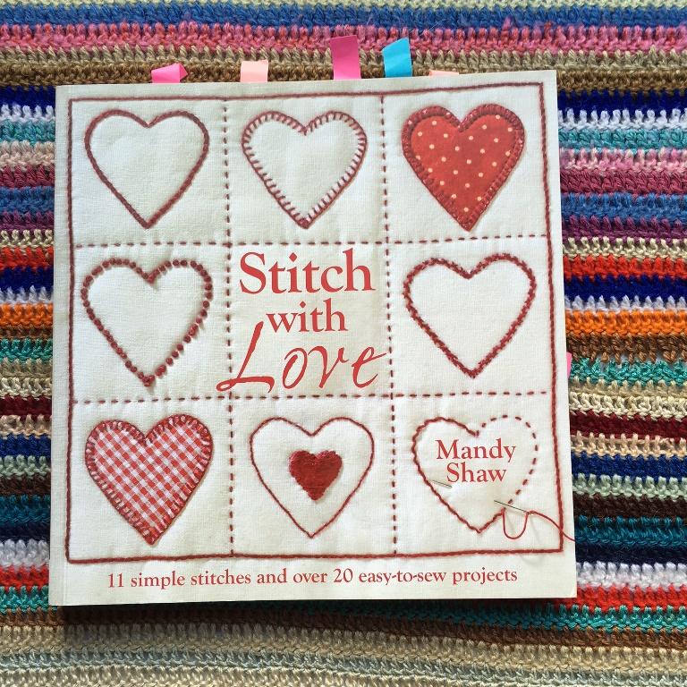 """Mis libros de bordado, patchwork y crochet. """"Stitch with love"""" por Mandy Shaw"""